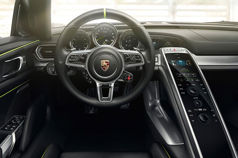 918-porsche-spyder-cockpit