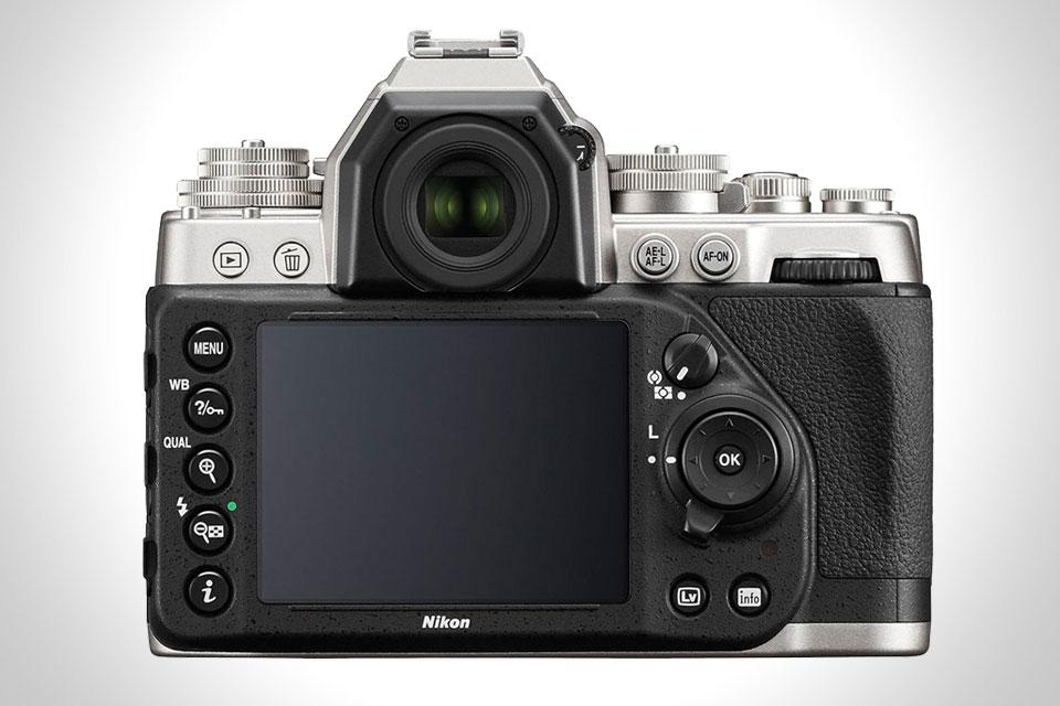 Nikon-DF-rear