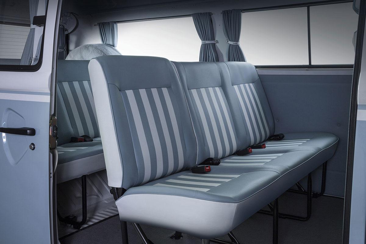 2013-Volkswagen-Kombi-Last-Edition-interior