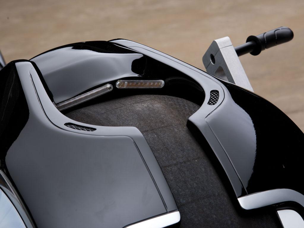 Tron-Lightcycle-Replica-02