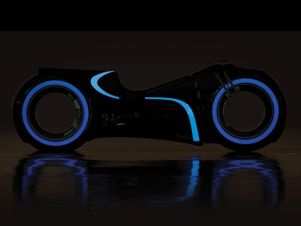 Tron-Lightcycle-Replica-03