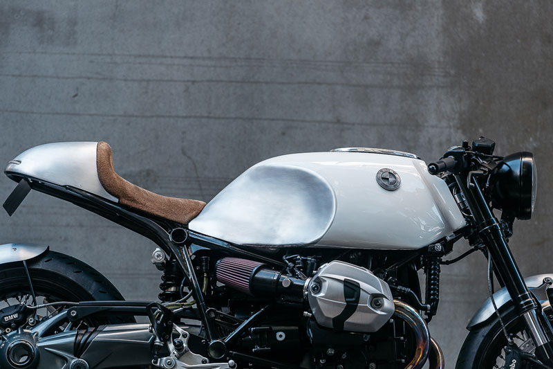 Deus-Ex-Machina-x-BMW-R-nineT-The-Heinrich-Maneuvre-02
