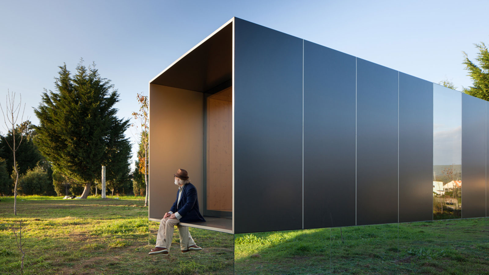 The-Mima-Light-Floating-House-1